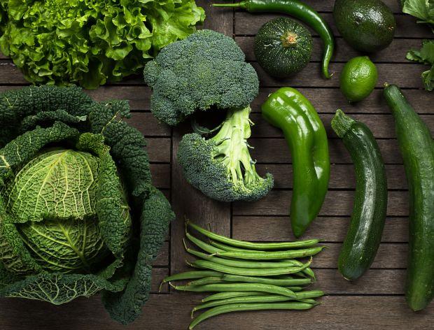 Phụ nữ bị buồng trứng đa nang nên ăn nhiều rau củ có mùa xanh đậm